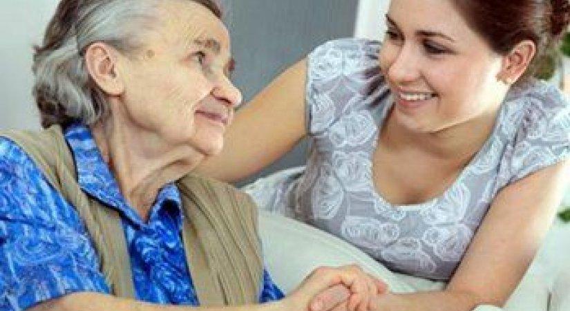 Evde Yaşlı Bakımı Bir İş Dalı Haline Geliyor