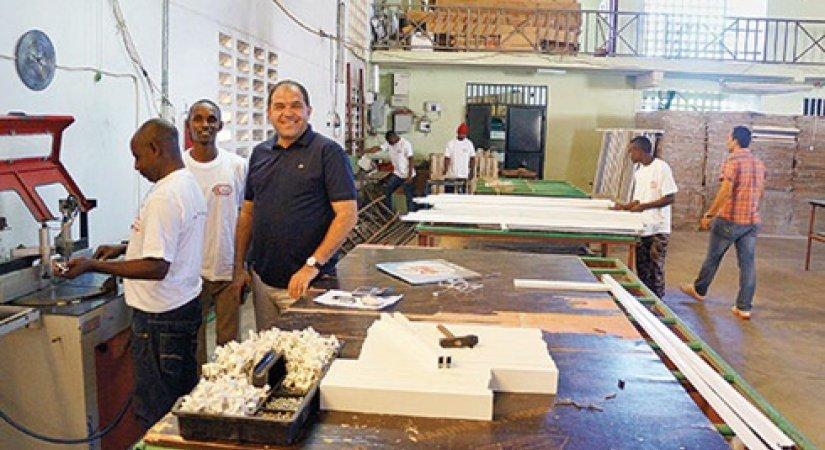 Tanzanya'da PVC Fabrikası Kurdu, 700 Genci İş Sahibi Yaptı